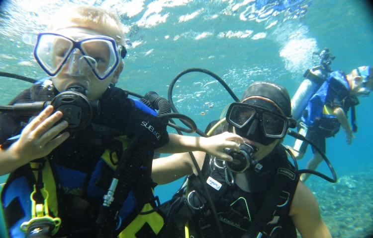 Míša, Ondra a Jáša pod vodou