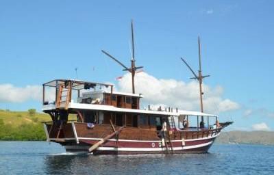 Safari boat