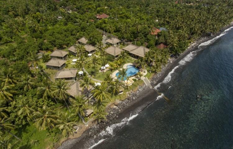Relax Bali resort leží přímo u moře