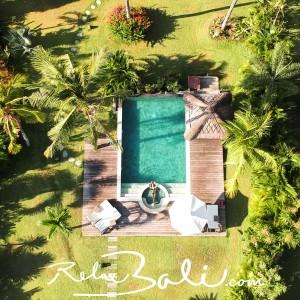 Zahrada s bazénem privátní vily
