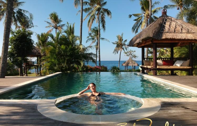 Váš soukromý bazén v zahradě vily