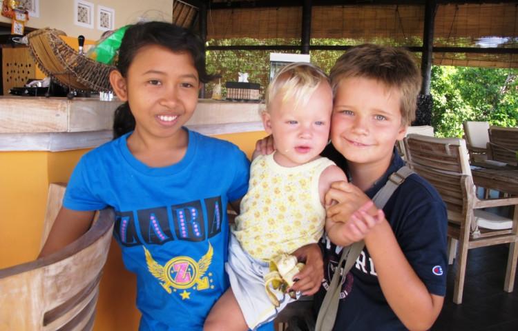 o děti se mohou postarat naše skvělé místní holčiny -RELAX BALI