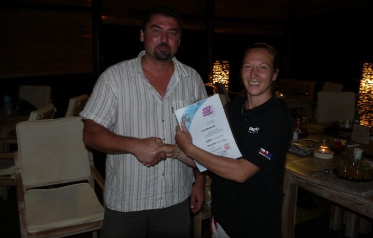 Honza s Míšou při předávání potápěčské kvalifikace - RELAX BALI