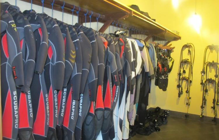 půjčovna RELAX BALI je plně vybavená - oblečeme (skoro) každého)