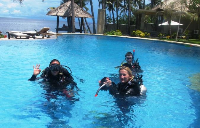 v bazénu před prvním ponorem - RELAX BALI