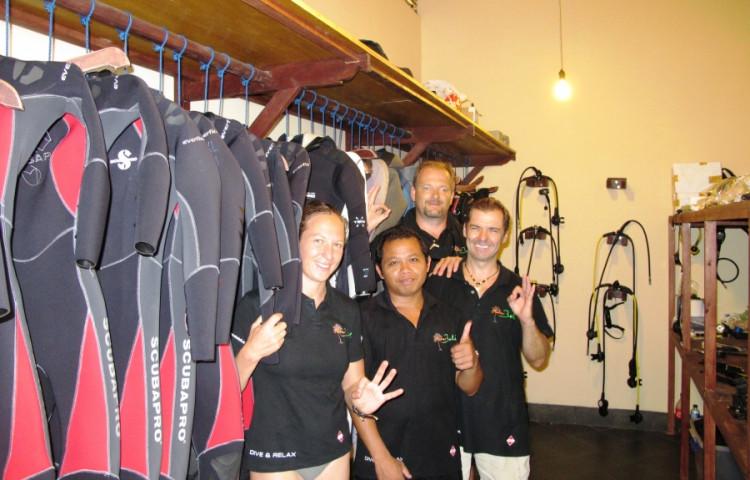 3 - 4 čeští profesionální potápěči a místní průvodci - skupiny se potápí podle  svých zkušeností - RELAX BALI