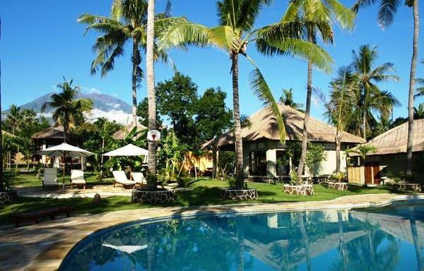bazény leží v tropické zahradě