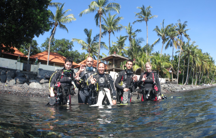 před ponorem na korálových zahradách před resortem relax Bali