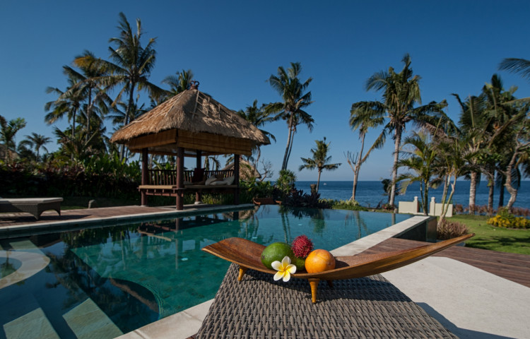 Relax Bali residence, vila. Pohled u bazénu.