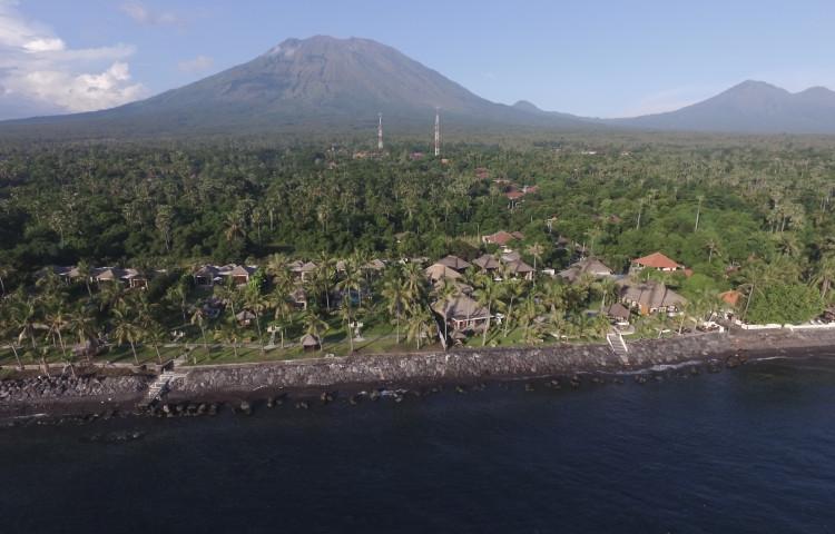 Relax Bali resort je přímo u moře